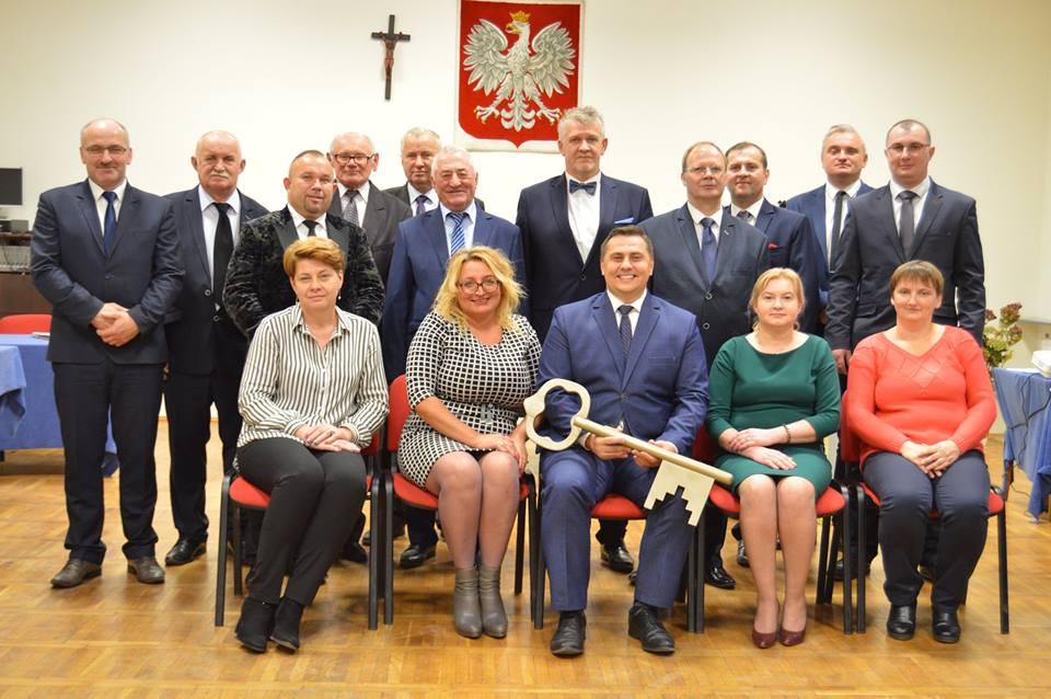 Zdjęcie przedstawia nową Rade Miejską UMiG w Drobinie